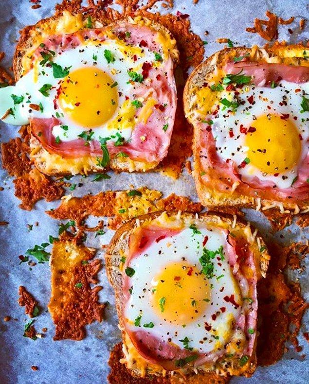 2. Fırında Yumurtalı ve Füme Etli Ekmek Üstü: