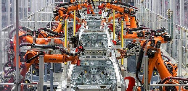 Halihazırda araç üretim fabrikalarında insan iş gücü yerine makine iş gücü çok daha fazla kullanılıyorken, otonom araçların üretiminde insan elinin iş gücü açısından çok daha az kullanılacağı da bir gerçek.
