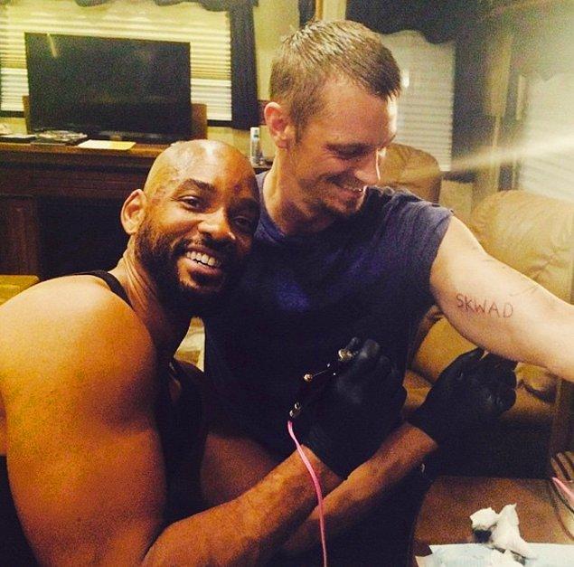 """5. 2015 yılında Suicide Squad filminin ekibi çekimlerden birbirlerine sonra """"SKWAD"""" dövmelerini yapmıştı."""
