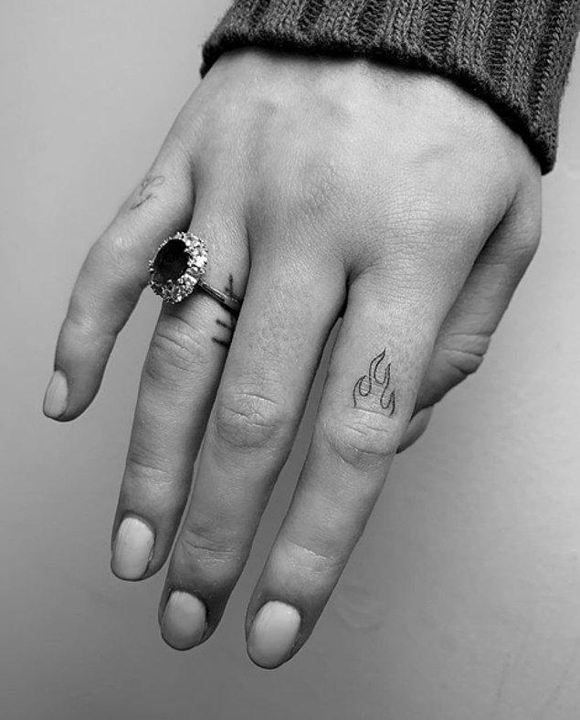 12. Sophie Turner X-Men: Dark Phoenix filminden sonra dövme koleksiyonuna bir parça daha eklemiş.