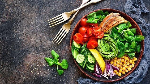 Kalori saymak yerine, yediğiniz besinlerin takibini yapmak tabii ki bazı insanlar için faydası olabilir. Ancak bu durumun kalori sayısıyla bir bağlantısı yoktur.