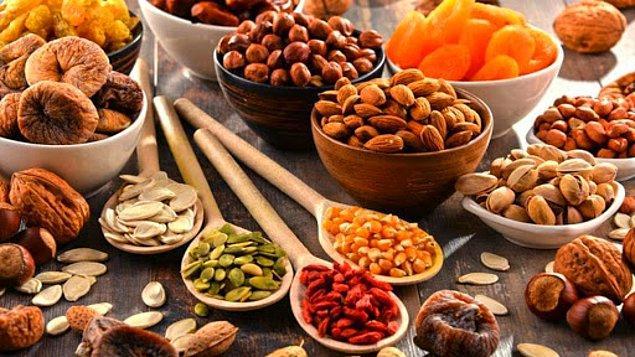 Kuruyemiş yediğimizde ve bu gıdalarında yağ bakımından oldukça zengin olmasıyla, kalori takip uygulamalarımıza birkaç tane fındık eklersek, günlük kalori hedefimizi aştığımızı söyler.