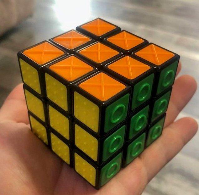"""2. """"Görme engelli insanlar için Rubik küpü."""""""