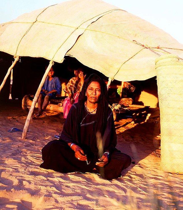 16. 2015 yılında, Tuareg bir müzisyen Tamaşek dilinde müzikal şekilde hikayesini anlatmıştır.