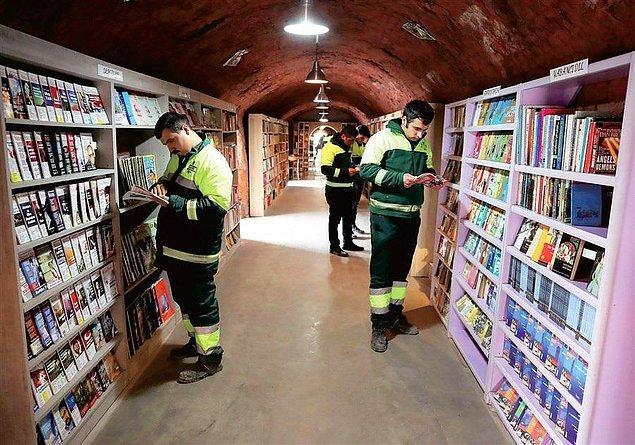 """14. """"Türk çöp toplayıcıları, vatandaşların çöpe attıkları tüm kitaplardan bir kütüphane açtı."""""""