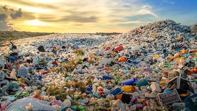 Konuya her şeyden önce plastik atık ticaretinin ne olduğu ile başlayalım. Malum plastikler doğada uzuuun yıllar çözülmeden kaldığı için çevre kirliliğine sebep oluyor.