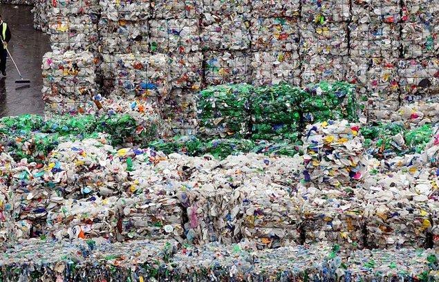 Tüm bunların önüne geçebilmek için geri dönüşümlü plastik ürünlerin kullanımı artırılmaya çalışılsa da, bu plan henüz tam anlamıyla sonuç verebilmiş değil.