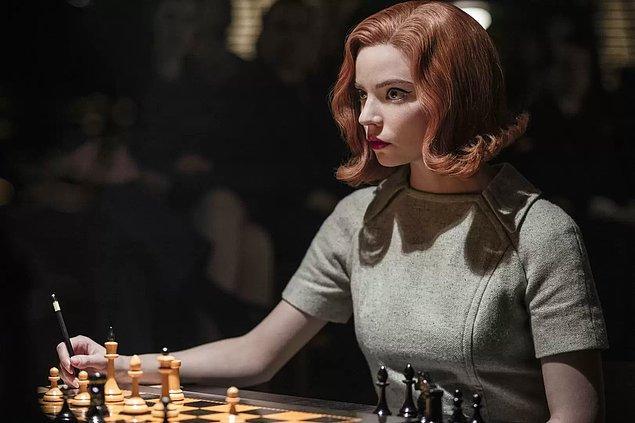 """Satranç, yıllar boyunca birçok uzmanın beyne sayısız faydası olduğunu söylediği ve son zamanlarda """"The Queen's Gambit"""" dizisiyle sevgimizin daha da arttığı bir oyun."""
