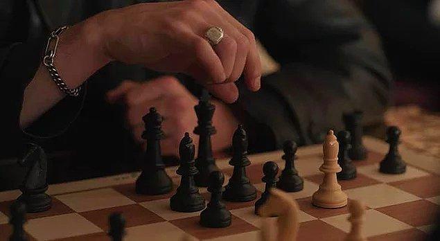 Kasparov, satranç sayesinde oyuncuların cesaret ve oyunu kazanmak için motivasyon kazandırdığını belirtiyor.