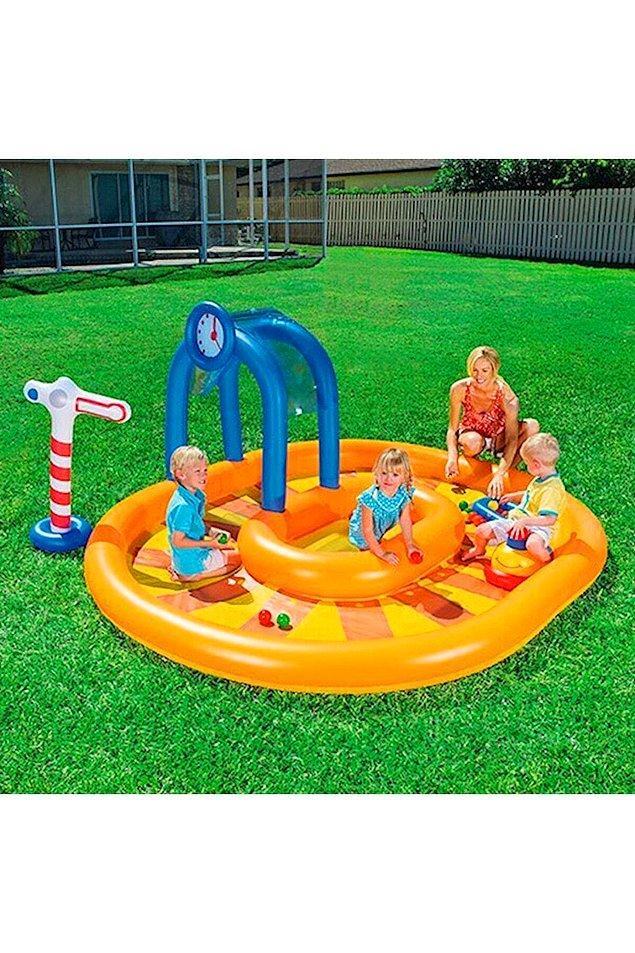 14. Çocukların saatlerce sıkılmadan vakit geçireceği bir oyun havuzu.