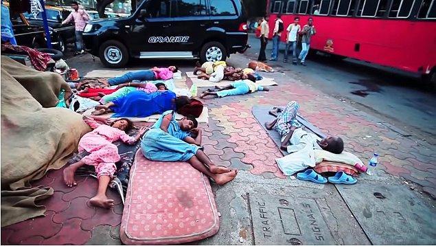14. Dünyadaki fakir insanların % 42'si Hindistan'da yaşıyor.