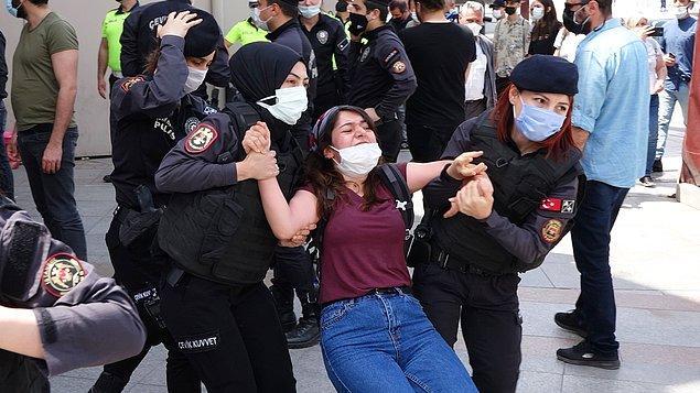 Grup ayrılmak isteyince arbede çıktı. Polisin müdahale ettiği gruptaki 15 kişi gözaltına alınarak emniyete götürüldü.