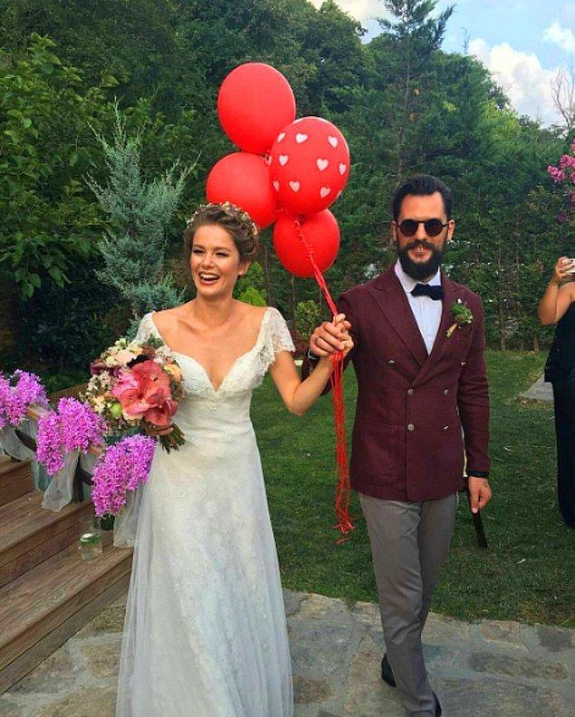 Burcu Biricik, uzun süredir birlikte olduğu reklamcı sevgilisi Emre Yetkin ile 2016 yılında sade ama çok eğlenceli bir kır düğünüyle dünyaevine girdi.