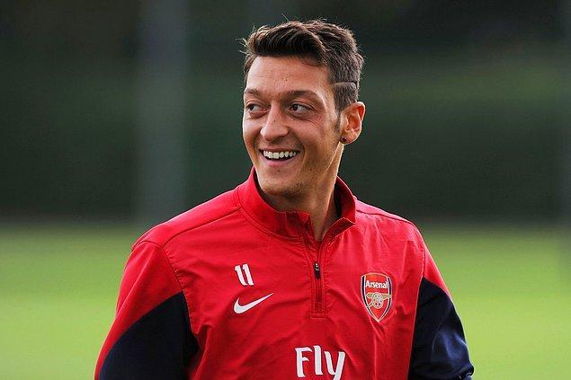 Aranızda efsanevi futbolcu Mesut Özil'i tanımayanınız yoktur.