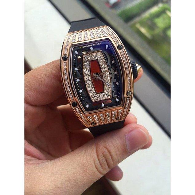 Amine Hanım'ın saatiyse RM 07-01. Fiyatıysa 1 milyon 750 bin TL.