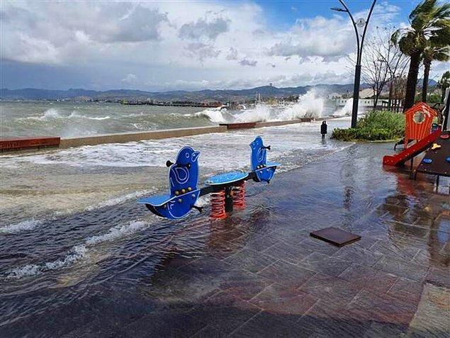 İzmir'in Dikili ilçesinde birçok balıkçı teknesi battı