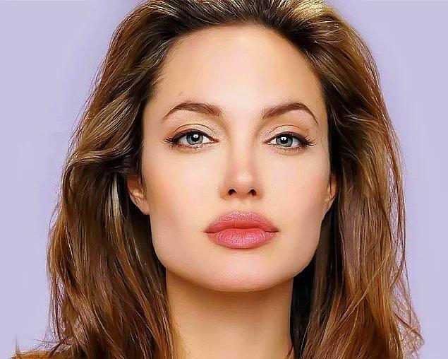 2. Angelina Jolie'nin arılarla verdiği pozlar hepimizi şaşkınlığa uğrattı!