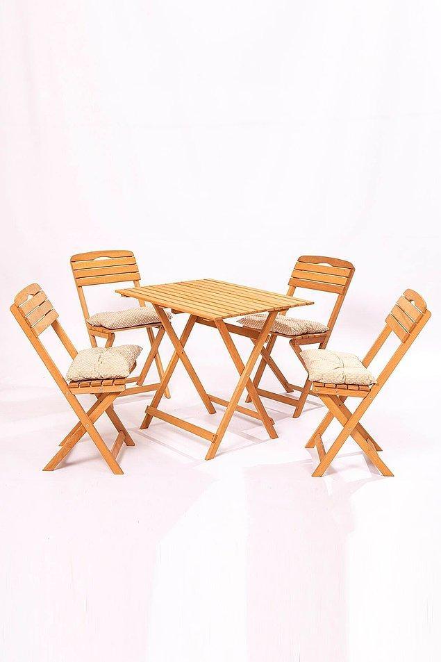 2. Balkonuna serdiğin çimlerin üzerine masa takımını koyup yemeklerini orada yiyebilirsin...