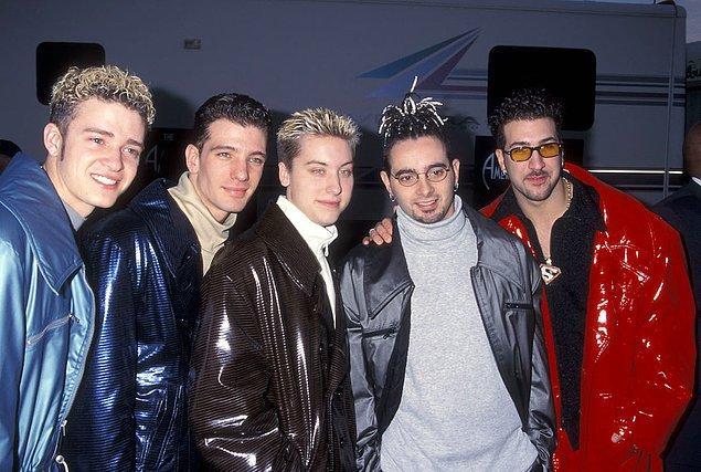 1. 2000'lerin ünlü kirpi gibi saç dikme modası geri geliyor.