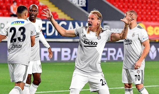 Beşiktaş, ligin son haftasında Göztepe'yi 2-1 mağlup ederek Süper Lig'deki 16. şampiyonluğuna ulaştı.