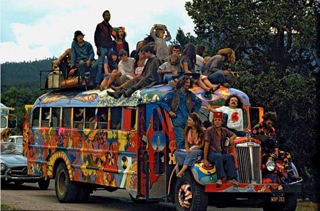 Metal müziğin ilk izlerinin 60'lar sonunda, hippi hareketinden etkilenen grupların müziklerinde görüldüğü söyleniyor.