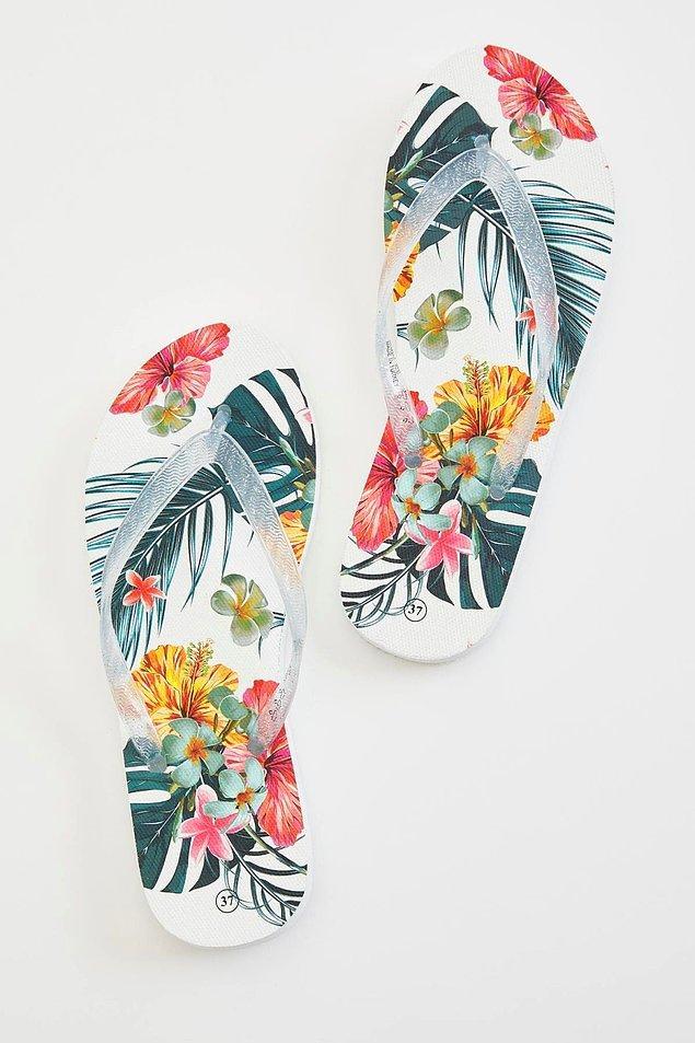 2. Çiçek desenli, uygun fiyatlı bir parmak arası terlik alternatifi...