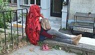 Beyoğlu'nda Gizemli Afrikalı Kadın: 5 Gündür Oturduğu Duvardan Kalkmadı