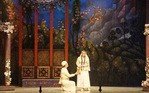 """12. Müslüman Doğu'sunda ilk müzikal opera Bakü'de sahnelendi. Bu opera ise """"Leyla ve Mecnun"""" operası idi."""
