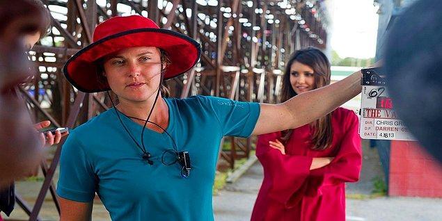 14. Midnight Rider filminin çekim ekibi bir tren yoluna izinsiz girerek orada sahne çekerken, trenin Sarah Jones isimli kameramana çarpması ve üzerinden geçmesi genç kadının hayatına mâl olmuş.