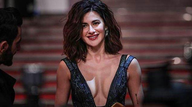 """Nesrin Cavadzade, şüphesiz Türkiye'nin en beğenilen kadın oyuncularından. Güzellik sırrını """"Gluteni kestim"""" olarak açıklamasından sonra da epey konuşulmuştu."""