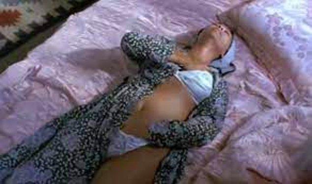 En son 1993 yılında çekilen Berlin in Berlin filmindeki Hülya Avşar'ın mastürbasyon sahneleri filmin kendisinden daha çok konuşulmuştu hatırlarsanız.