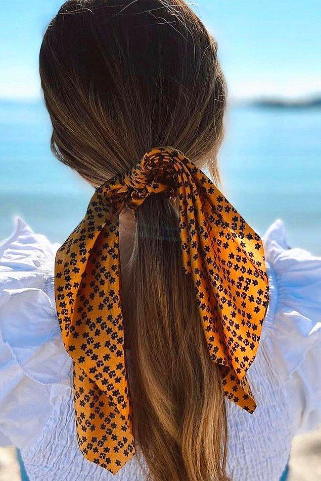 7. Işıl ışıl saçlara, rengarenk fular tokalar...