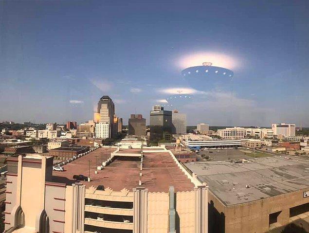 14. Çatıdan yansıyan ışık, uzaylı istilası oluyormuş gibi görünüyor.😂