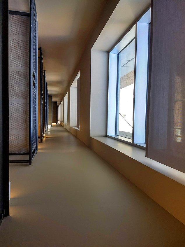 """17. """"Bu merdiven boşluğundan bakınca başka bir koridora çıkıyormuşsunuz hissi veriyor."""""""