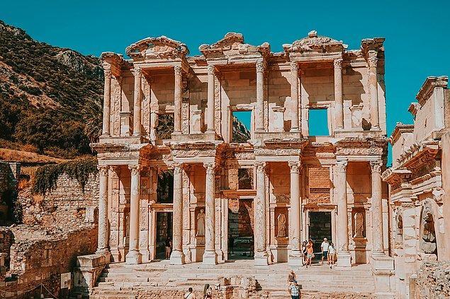 5. Amazon kadınları tarafından kurulduğu rivayet edilen Efes Antik Kenti.