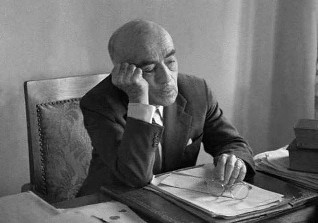 """Yakup Kadri Karaosmanoğlu 3 Haziran 1960 tarihli yazısında biraz iyimser: """"Bundan böyle idare başına geçenler artık vazife ve mesuliyet hudutlarının dışına çıkamayacaklar..."""""""