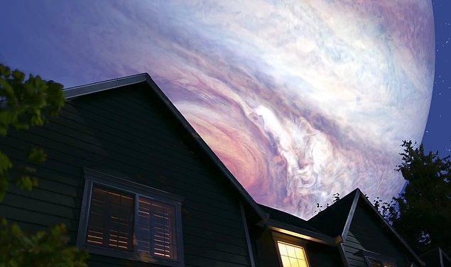 Jüpiter'in yerçekimi Dünya'nın şeklini bozar, dört bir yandan sıkıştırmaya başlar, kısa zamanda parçalarına ayırırdı. Kalan saatlerinizi Jüpiter'in muhteşem görüntüsünü izlemekten başka bir şeye ayırmanız mümkün olmazdı.
