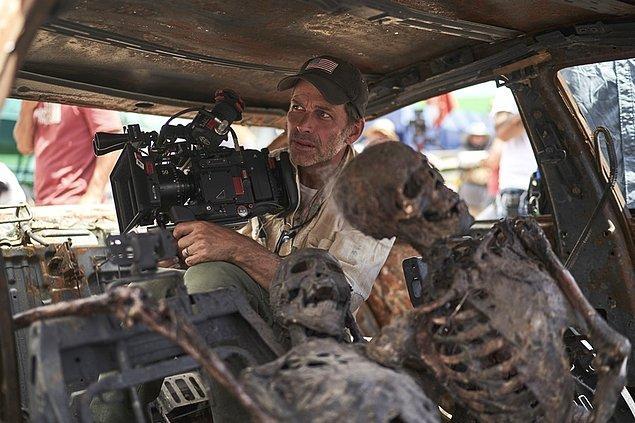 9. 21 Mayıs'ta Netflix'te yayınlanan Army of the Dead hakkında konuşan Zack Snyder, çekilmesi hâlinde devam filminde neler yaşanacağının şimdiden belli olduğunu söyledi.