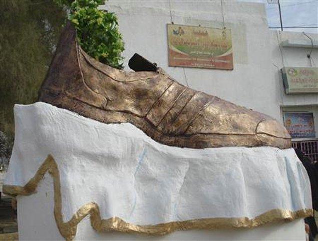 6. Muntazer al-Zaidi, 2008 yılında ABD başka George W. Bush'a ayakkabısını fırlatan bir gazetecidir.