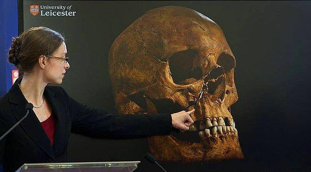 14. 2012 yılında, III. Richard'ın uzun süredir kayıp kalıntıları İngiltere'nin Leicester kentindeki bir otoparkın altında bulunmuştur.