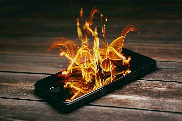 Her telefonun belli miktarlarda, kullanım esnasında ısınması doğaldır. Ancak bu ısı elinizde fazlasıyla hissedilebilir hale geldiğinde telefonda bir ''ısınma problemi'' olduğunun belirtisidir.