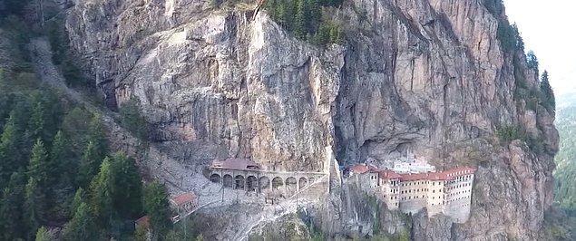 14. Sümela Manastırı bir mühendislik harikası olarak bilinir.