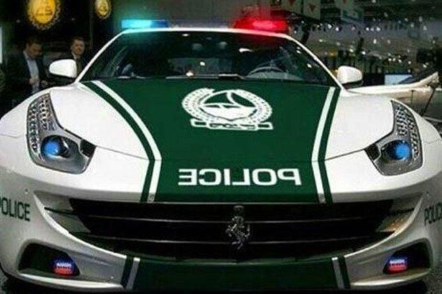 19. Polis arabaları bile havalı.