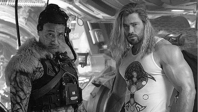 """12. Yönetmen Taika Waititi ''Thor: Love and Thunder""""ın bugüne dek yaptığı en çılgın film olduğunu söyledi."""