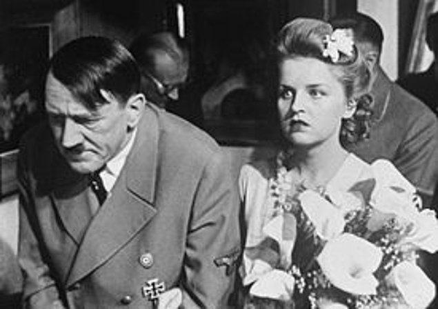İkinci Dünya Savaşı'nın sonlarında Üçüncü Reich yıkılırken Hitler en sonunda Eva'ya istediğini verdi ve 29 Nisan 1945'te çift sivil bir tören ile evlendi.