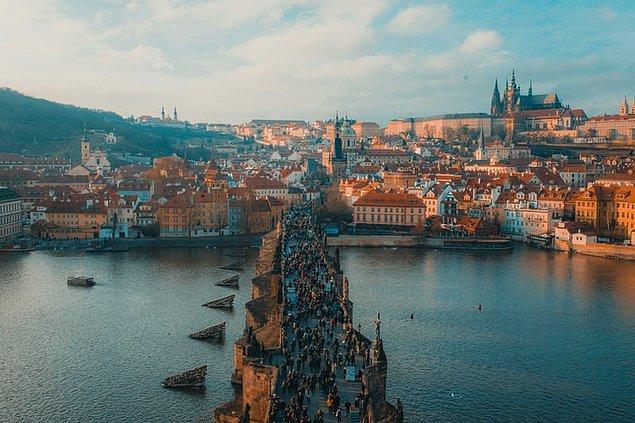 9. Prag'ın takma adı ''Yüz kulenin şehridir.''