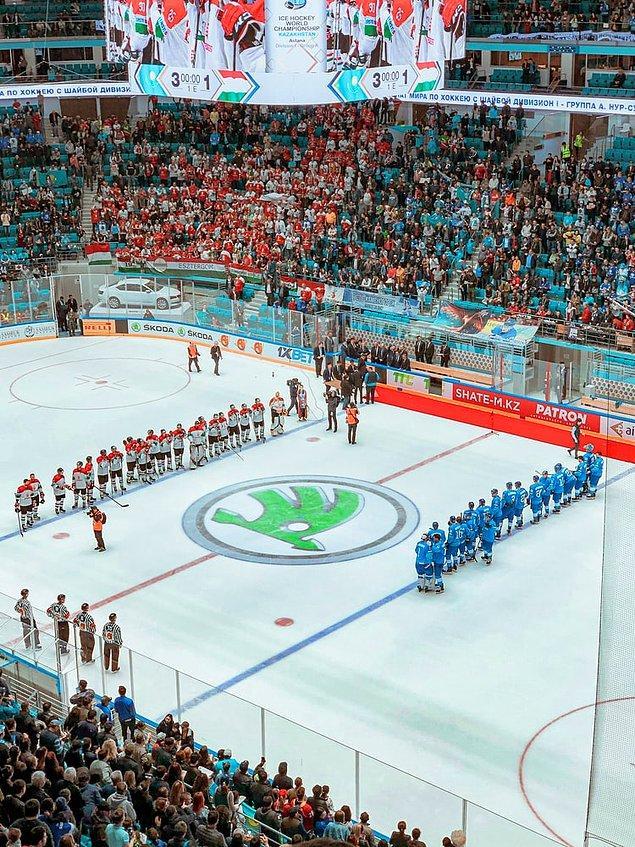 10. En popüler spor ise buz hokeyidir.