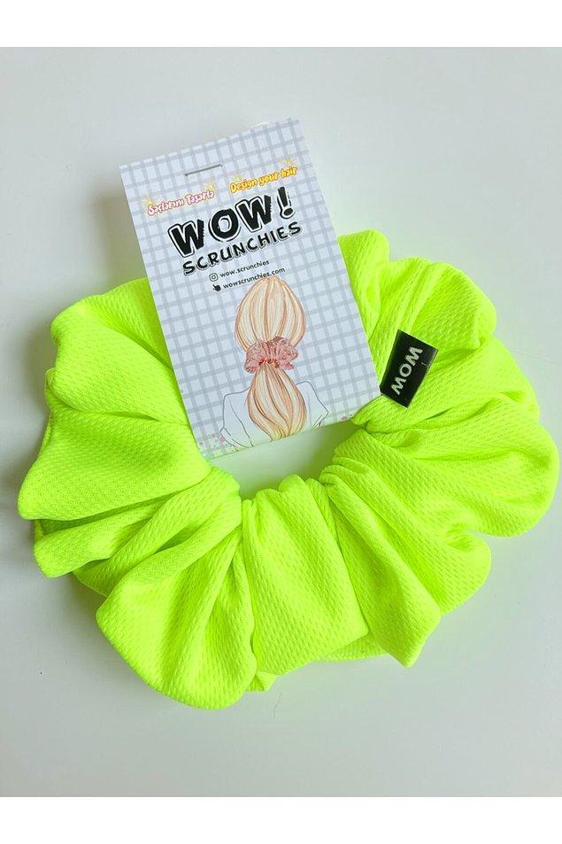 13. 90'lardan ışınlanıp tekrar günümüze gelen sezonun modası scrunchielerden de bir tane eklemeden olmazdı.
