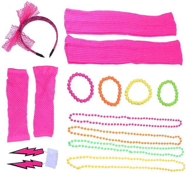 18. Hazır neon modayken bir 80'ler 90'lar partisi düzenlemeye ne dersiniz?