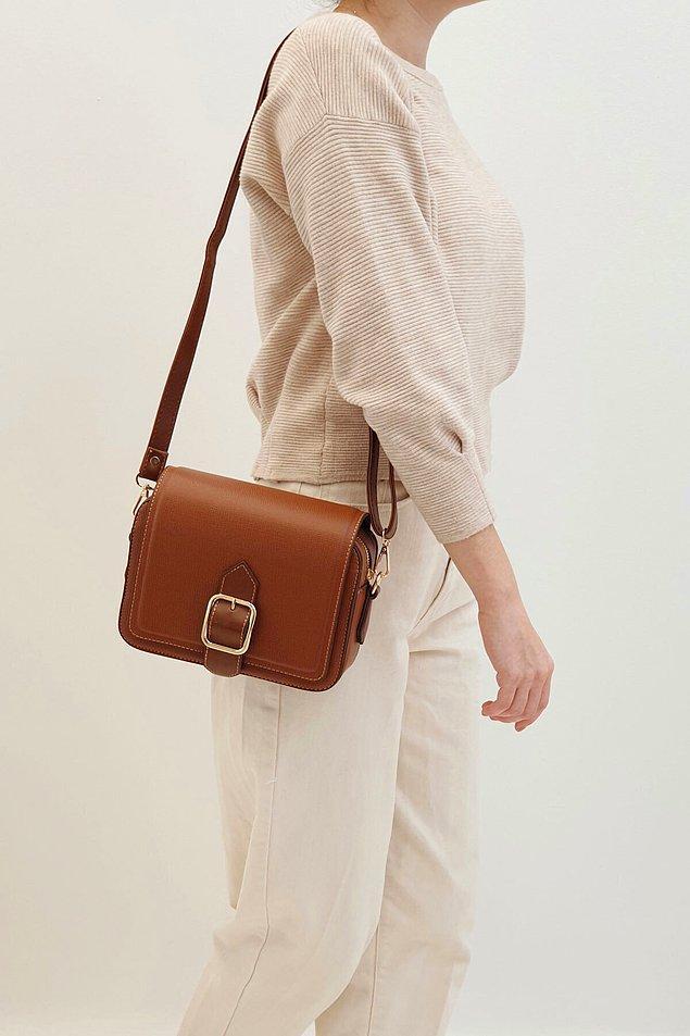 4. Yazın en çok kullanılan çantalar omuz çantası oluyor.